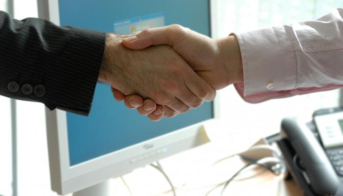 handshake-440959_12801